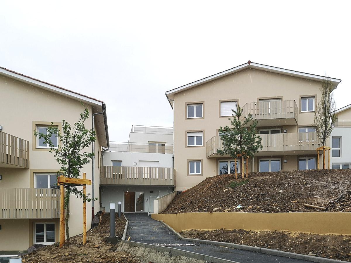 Logements collectifs à Genay près de Lyon sur terrain en forte pente