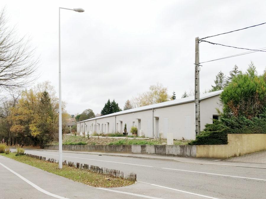 transformation d'un bâtiment industriel en maisons en bande à Saint Genis près de Lyon