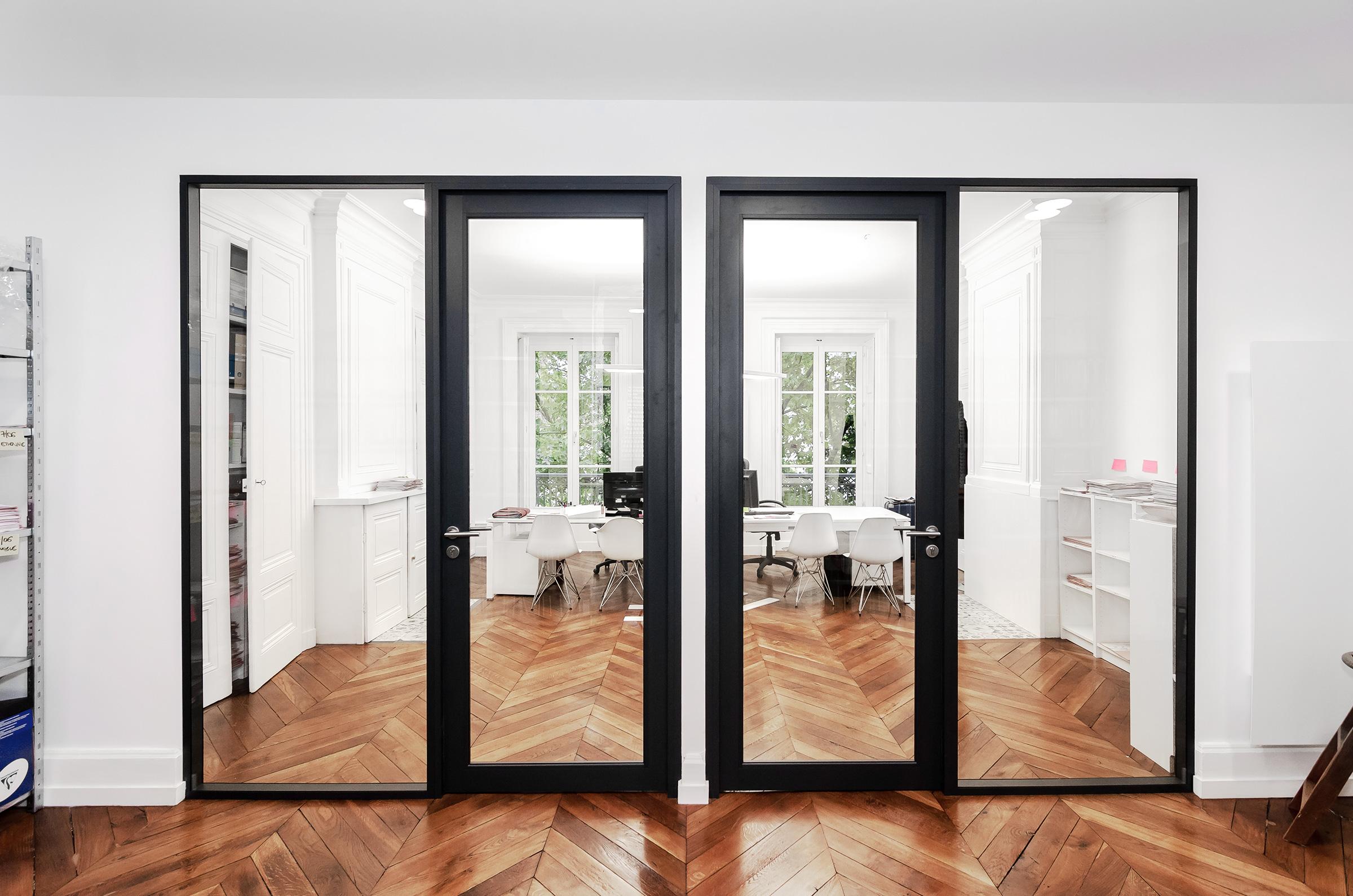 transformation d'appartement et aménagement de bureaux d'avocats à Lyon - cloisons vitrées de bureaux