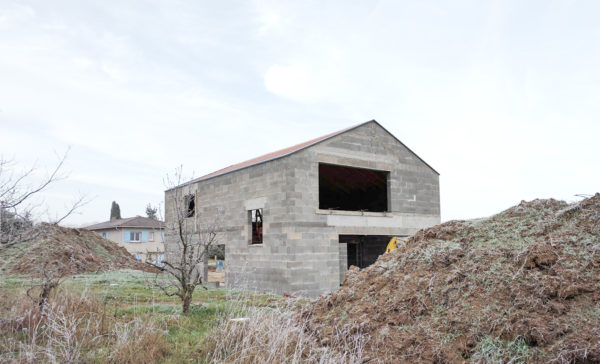 chantier construction maçonnerie parpaing blocs béton creux maison villa