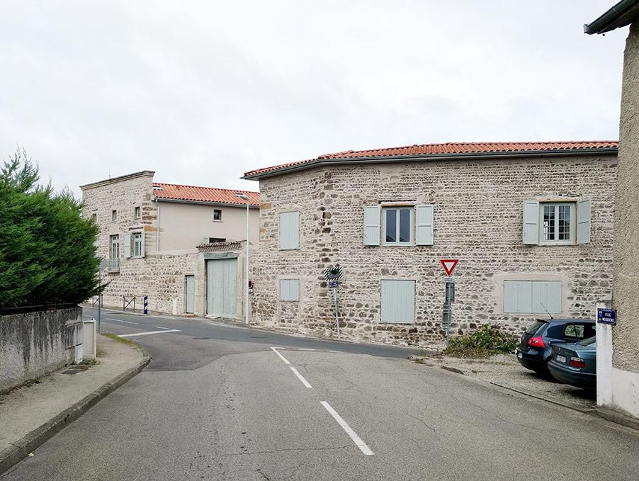 travaux de transformation d'un bâtiment patrimonial en logements près de Lyon