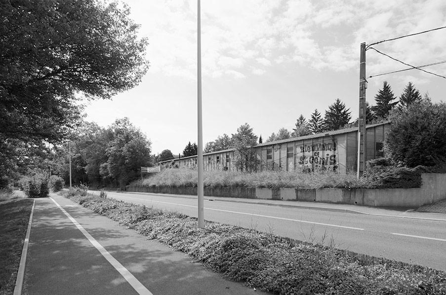 état avant transformation d'un bâtiment industriel en maisons en bande à Saint Genis près de Lyon
